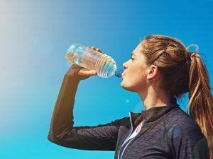 minum air putih bisa mencegah wasir
