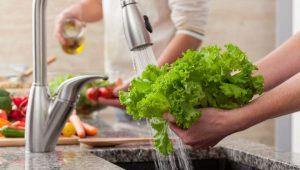 Cara mencuci sayur untuk mencegah ambeien